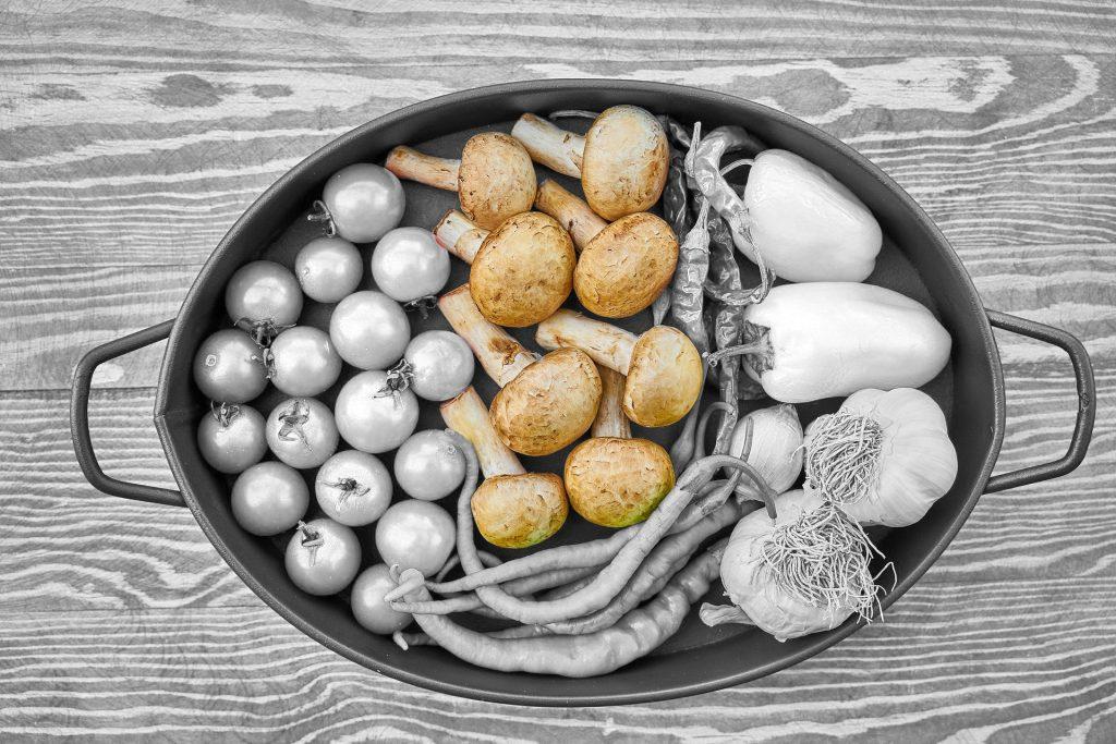 rohe pilze pfanne nicht zubereitet gemüse